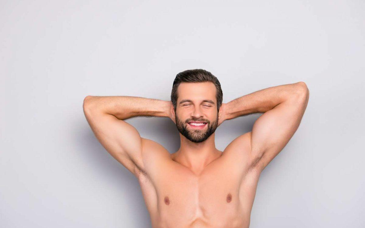 hombre con axilas depiladas con láser de diodo
