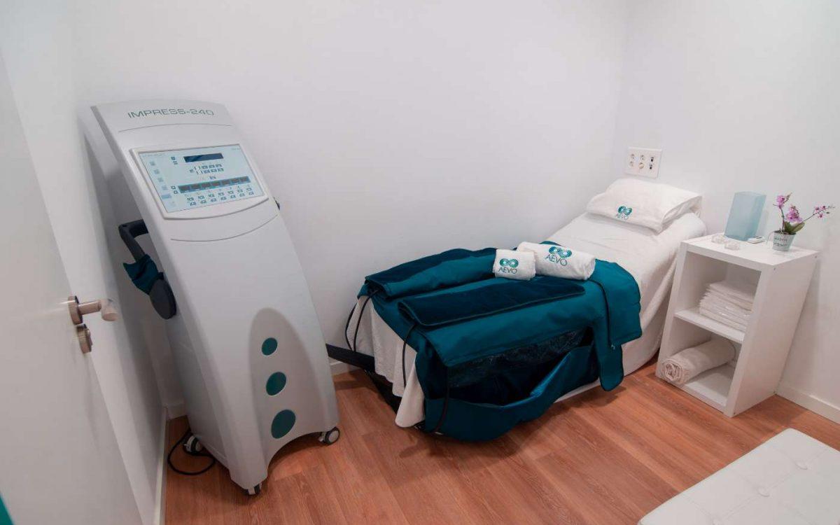 máquina y cama para tratamiento de presoterapia